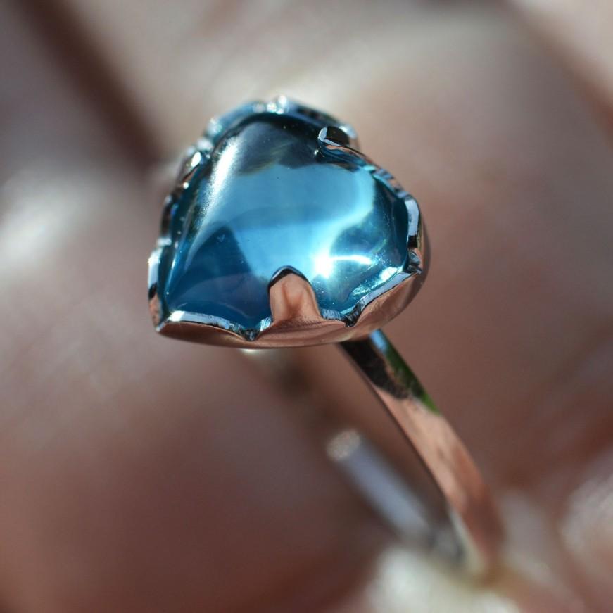 Modrý zirkon 54