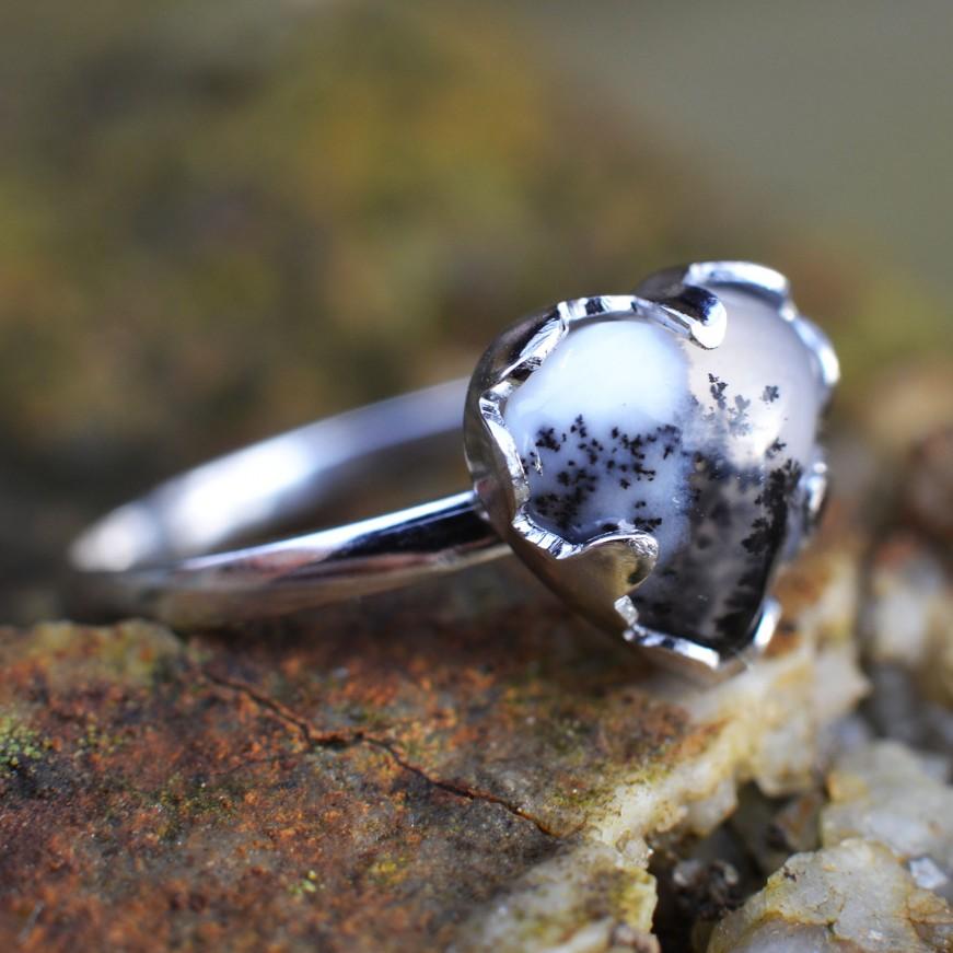 Dendrický opál v bílém 54